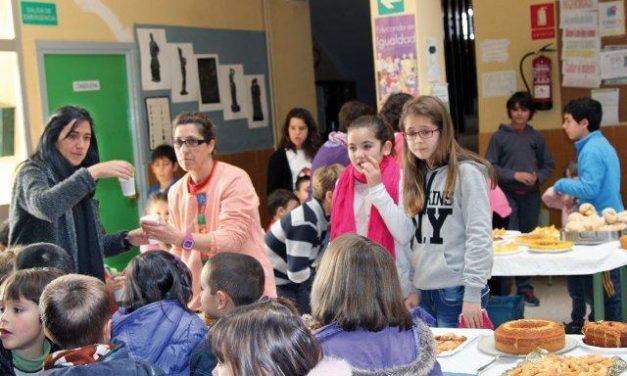 El colegio Luis Chamizo de Pinofranquedo celebra un mercadillo solidario con motivo del Día de la Paz