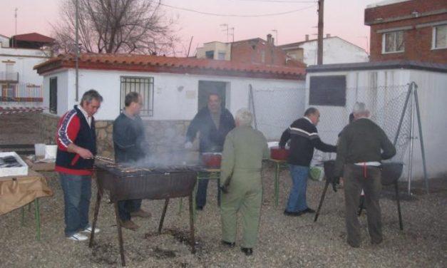 Cerca de 500 jubilados participan en la matanza popular extremeña celebrada en Moraleja