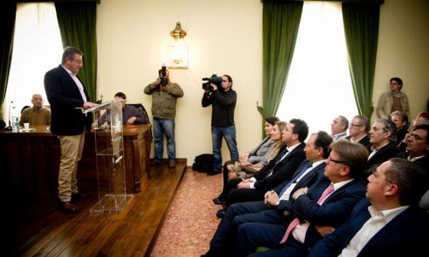 El popular Leonardo Rodríguez toma posesión de la alcaldía de Brozas tras 20 meses de Gobierno de IU