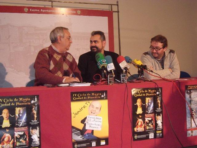 El IV Ciclo de Magia Ciudad de Plasencia comienza el jueves con un desafío de Víctor Cerro en la plaza
