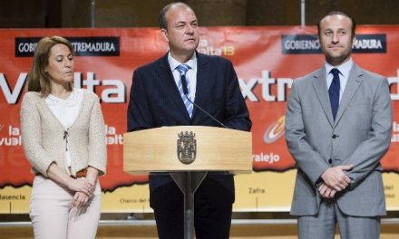 Monago califica el paso de La Vuelta Ciclista a España por la región como una inversión para Extremadura