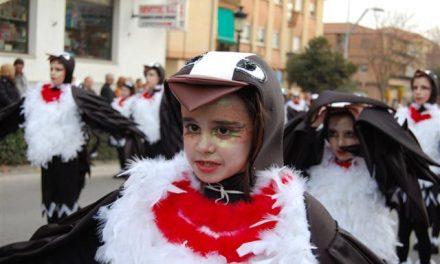 El Campo Arañuelo se echa a la calle para festejar su gran carnaval hasta el miércoles que se quemará la sardina