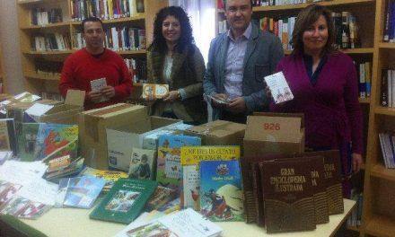 La Agencia de Lectura de Puebla de Argeme recibe un lote de 200 libros de la Consejería de Agricultura