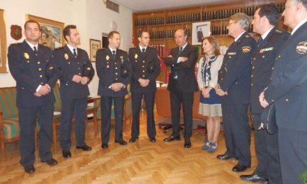 Comienzan las gestiones para que Interior reconozca la intervención de  cuatro policías en un incendio