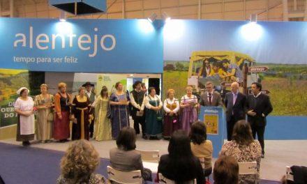 Valencia de Alcántara y Marvâo promocionan la escenificación de la Boda Regia en la BTL de Lisboa