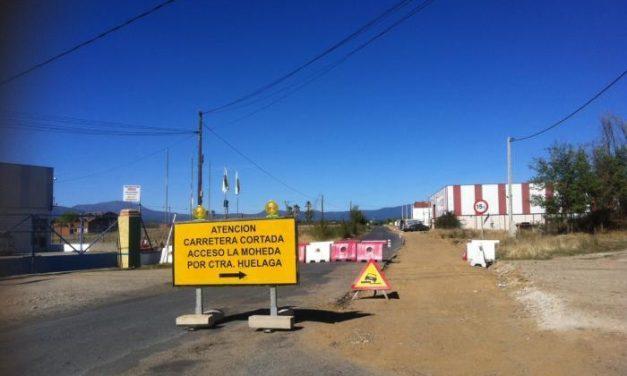 Vecinos de la comarca protestan por las obras de la vía de La Moheda y los constantes cortes de tráfico