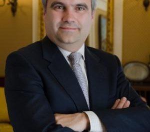 Fragoso anuncia la creación de un área de  empleo en su toma de posesión como alcalde de Badajoz