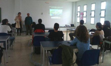 Empresarios y agentes del sector turístico de Coria y Moraleja reciben formación en turismo ornitológico