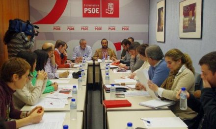 """El PSOE de Cáceres muestra su """"apoyo incondicional"""" con los afectados por las subordinadas"""