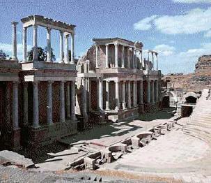 Unas excavaciones en el Anfiteatro Romano de Mérida descubren una puerta monumental