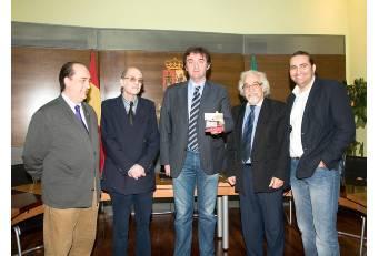 La Banda Sinfónica de la Diputación y la Cofradía de los Estudiantes editan un CD benéfico