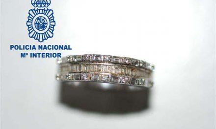 Un hombre ha sido detenido por robar joyas de una mudanza que estaba realizando