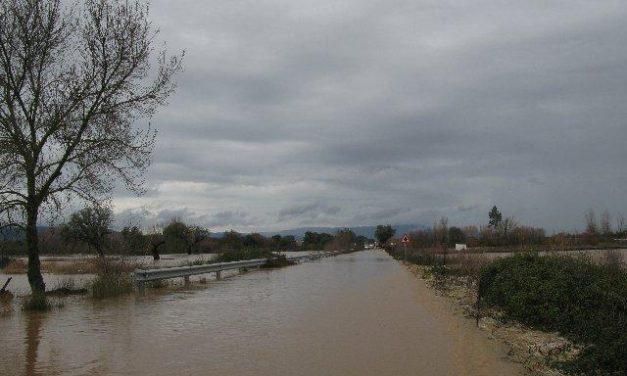 El 112 recomienda precaución a la hora de caminar por orillas de los ríos y zonas inundables