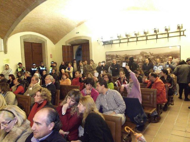 El pleno de Plasencia apoya por unanimidad las reivindicaciones de la plataforma de parados