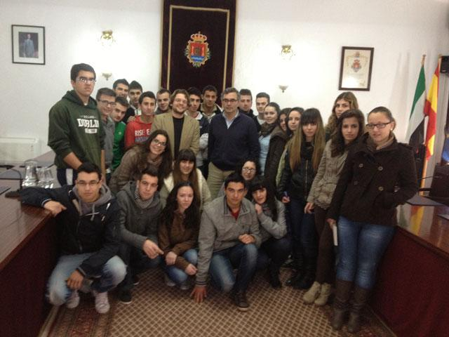 El alcalde de Valencia de Alcántara anima a los jovenes a estudiar lengua y cultura portuguesa