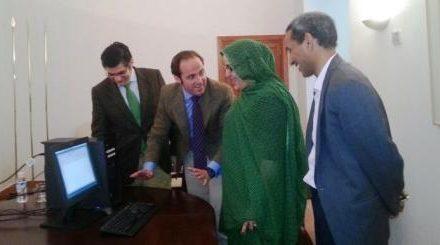 La Delegación Saharaui de Extremadura recibe un equipo informático donado por el Gobierno regional