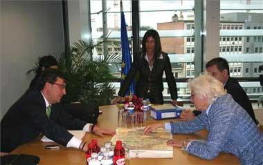 Fernández Vara ha pedido a la comisaria de Agricultura que la ayuda al tabaco siga hasta el año 2013