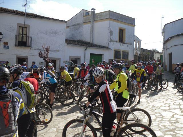 """Más de 100 ciclistas realizaron la marcha """"BBT Fresnedosa"""" en el término de Torrejoncillo"""
