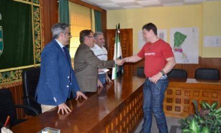 Víctor del Moral entrega siete viviendas de Protección Oficial de Régimen Especial a familias de Losar de la Vera