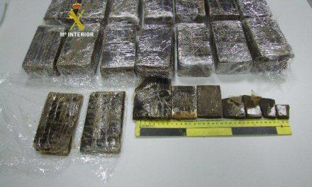 La Guardia Civil consigue aprehender más de 12 kilos de resina de hachís en un control en Moraleja