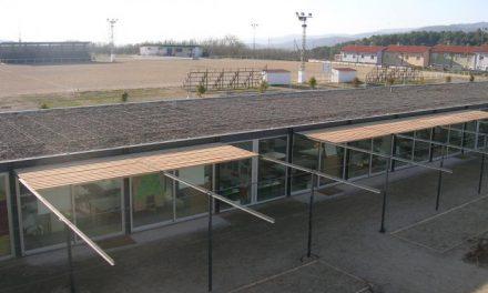 La dirección del colegio de Hervás pide a la empresa constructora que se aisle del calor el aula de Infantil