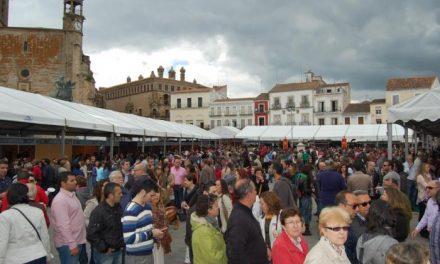La Feria Nacional del Queso vendió 75.000 tickets en la jornada inaugural y llenó Trujillo de público