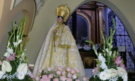 Miles de personas participan en la popular romería de la Virgen de la Vega, patrona de Moraleja