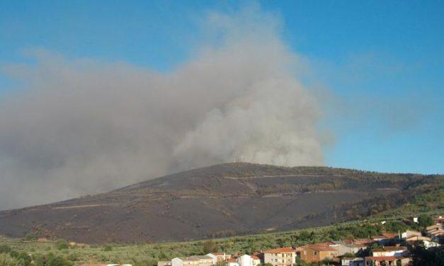 La quema de rastrojos el fin de semana calcina seis hectáreas de matorral en el norte de Cáceres