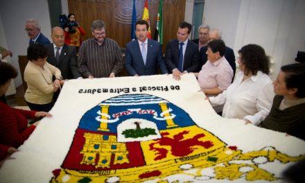 Placeat entrega un tapiz al presidente del Parlamento con motivo del 30 aniversario de la Cámara regional