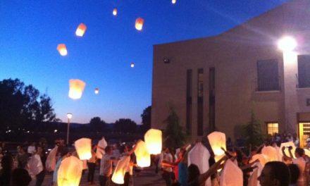 Moraleja lanza decenas de farolillos al cielo en memoria de los fallecidos por la explosión de la fábrica
