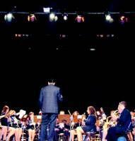Villanueva de la Serena paga a la banda de música las primeras becas entre los 45 componentes que la integran
