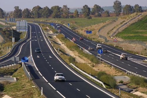 La DGT pone en marcha una campaña en la región para prevenir las distracciones al volante