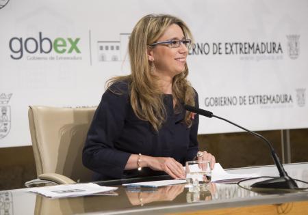La vicepresidenta extremeña lanza un mensaje de apoyo a los trabajadores de Caja Extremadura