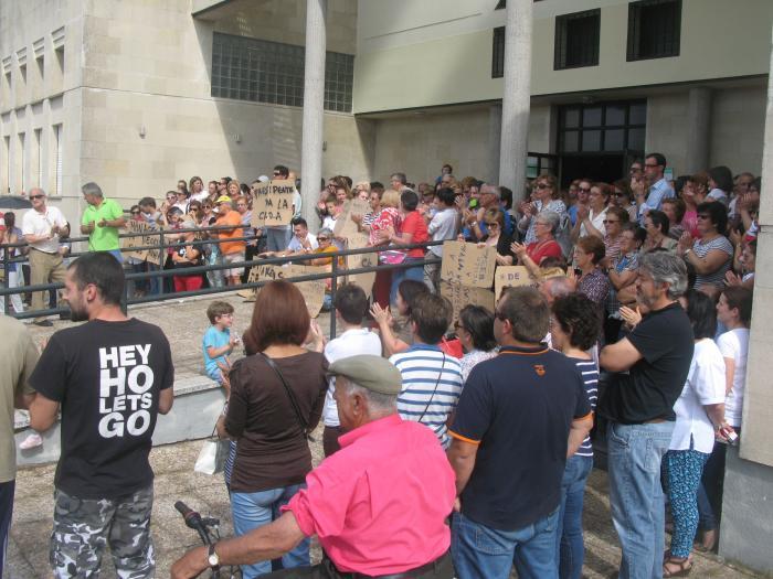 Medio millar de personas se manifiesta en Moraleja contra el traslado de Aspace a Torrejoncillo