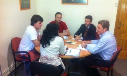 Gil Soto visita la residencia de mayores que se ha financiado con fondos europeos en Guijo de Granadilla
