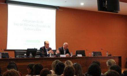 Hernández Carrón presenta el borrador de la nueva Ley de Servicios Sociales a más de 200 trabajadores sociales