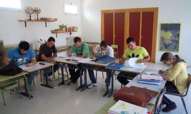 El plan de Educación de Adultos de Sierra de San Pedro finaliza con un aumento de aprobados