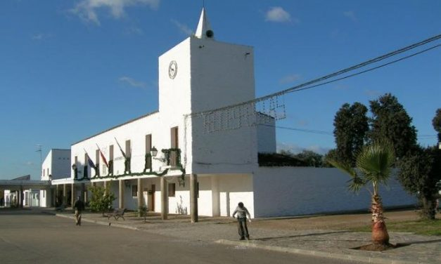 Pedro Caselles demanda la rehabilitación de la carretera que une Moraleja con Vegaviana