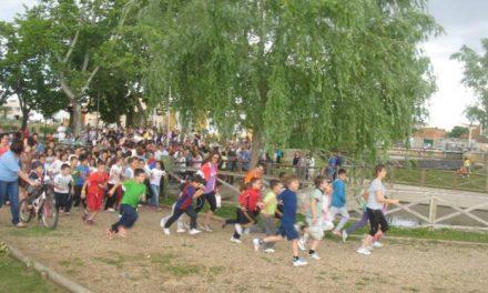 Moraleja dona en la carrera solidaria más de 2.785 euros para ayudar a la familia de una niña enferma de 6 años
