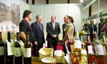 Barrios destaca la calidad de los vinos extremeños y aboga por potenciar la comercialización
