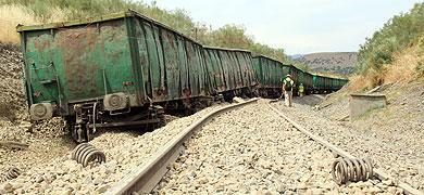 El descarrilamiento de un tren de mercancías obliga a cerrar el tráfico ferroviario entre Cáceres y Plasencia