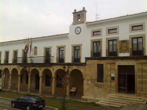 El BOP publica el acuerdo de reclasificación de los puestos de trabajo del Ayuntamiento de Valencia de Alcántara