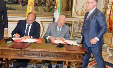 Monago y el ministro de Asuntos Exteriores firman un Protocolo de Colaboración para el uso de las embajadas