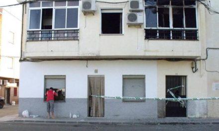 La Policía Científica investiga el origen del incendio que anoche provocó la muerte de dos mujeres en Coria