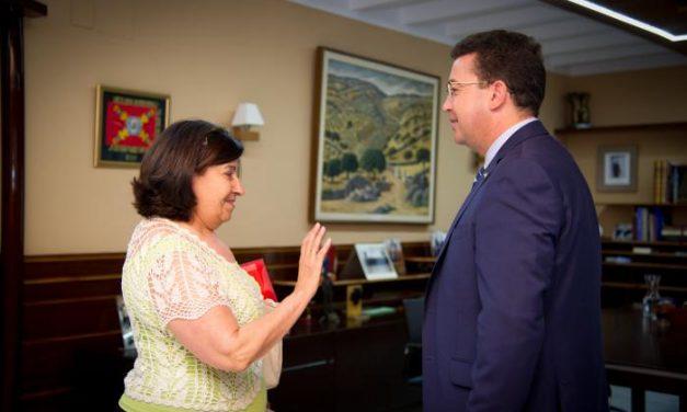 Fernando Manzano alaba la labora que realiza la Federación Extremeña de Consumidores