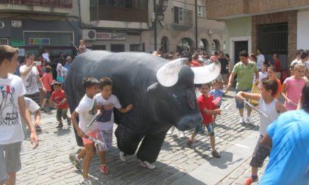Cientos de niños participan en el encierro infantil de las fiestas de San Buenaventura de Moraleja