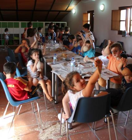 El Centro de Interpretación de Tajo Internacional organiza talleres de reciclaje para niños