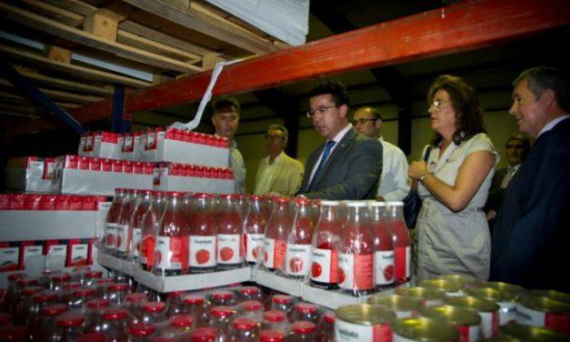 Manzano muestra su apoyo a los agricultores y ganaderos en la defensa de sus intereses en la negociación de la PAC