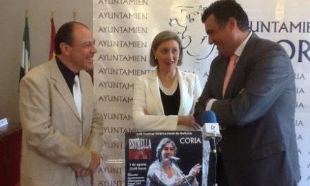 Trinidad Nogales alaba la combinación de educación y espectáculo del Festival de Guitarra de Coria