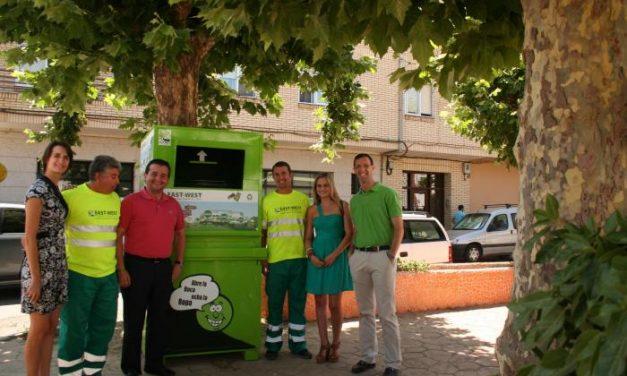 Una empresa de reciclaje instala cinco contenedores en Moraleja para recoger ropa y residuos textiles